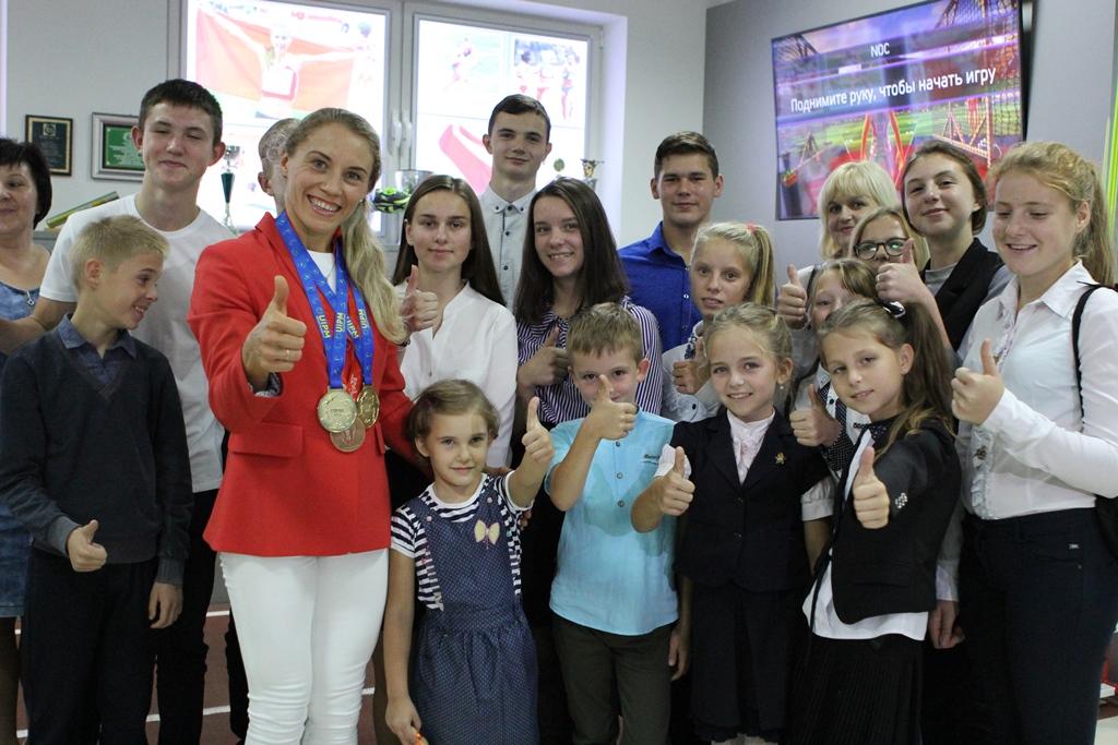 Анастасия Прокопенко встретилась в НОК Беларуси с учениками Петревичской школы